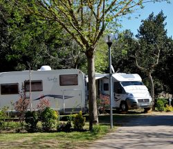 emplacement camping car Camping Les Amandiers